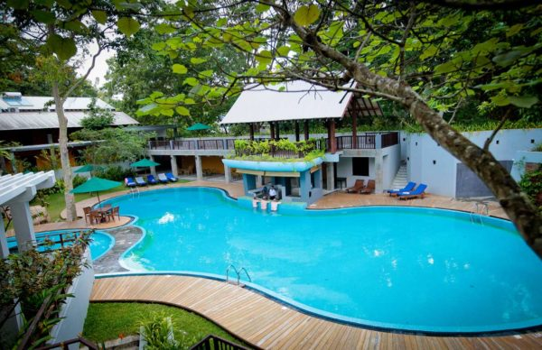 udawalawe_safari_pool_morning